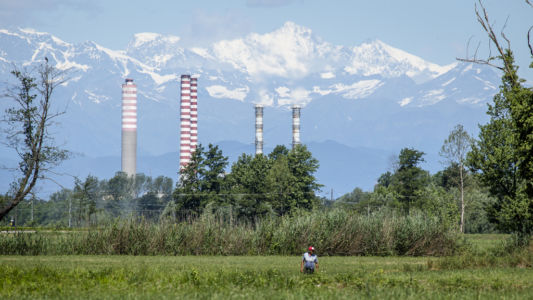 Camparo con centrale termolettrica di Turbigo sullo sfondo  - Parco del Ticino