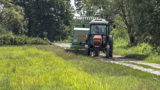 Macchina agricola al lavoro
